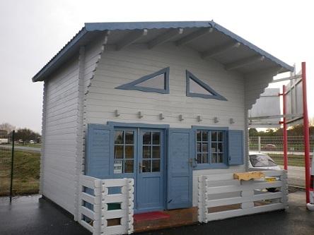 chalets habitables en bois en kit sans permis de construire avec mezzanine. Black Bedroom Furniture Sets. Home Design Ideas