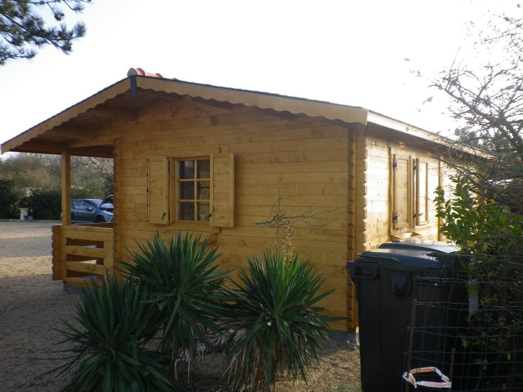 Chalet habitable de loisirs 40m2 en bois en kit for Chalet bois jardin habitable