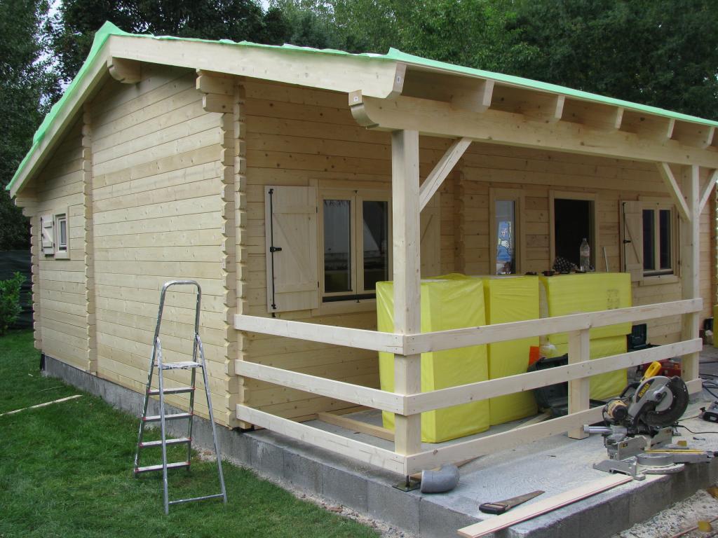 chalet habitable de 48 m une terrasse de 16 m en bois en kit. Black Bedroom Furniture Sets. Home Design Ideas