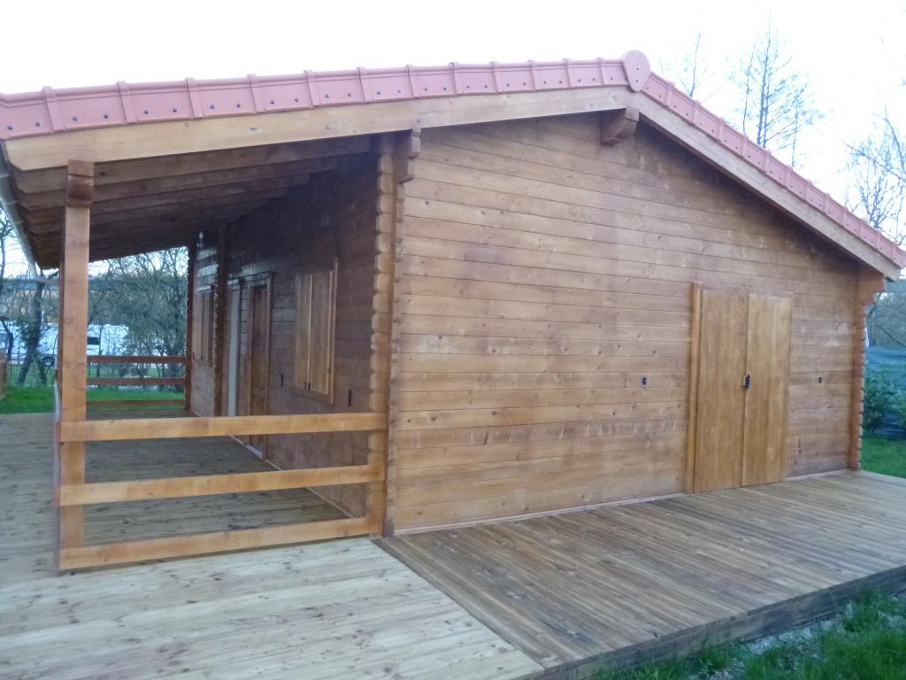 Chalet habitable de 48 m une terrasse de 16 m en bois for Chalet en bois solde