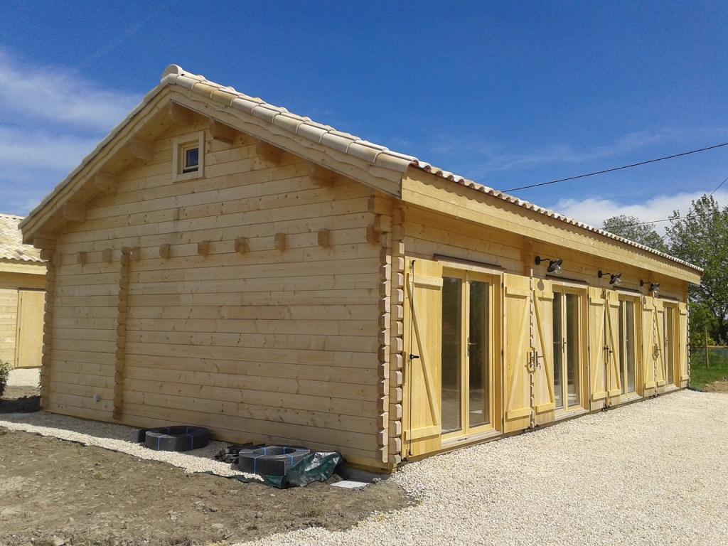 Chalet habitable en kit de 108m en bois en kit for Maison en kit en bois