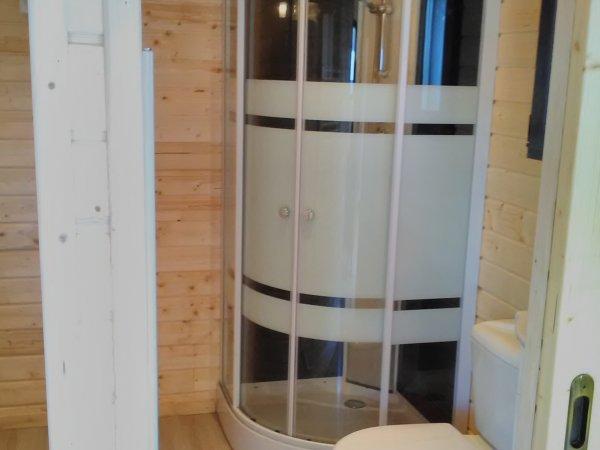 Photo Salle de bain équipée et meublée  avec cloisons incluses. (douche, WC, lavabo et meuble)