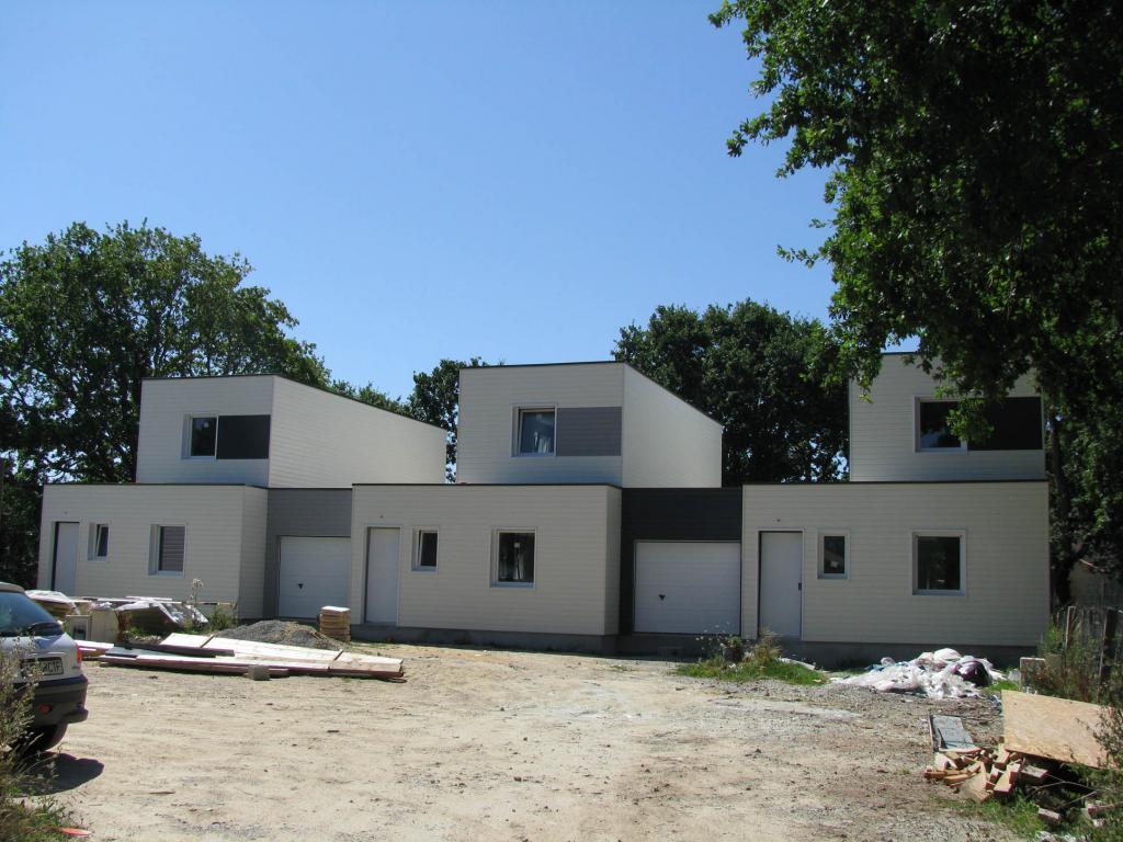 Photo maison ossature bois rh ne 69 trois maisons b for Maison bois kit