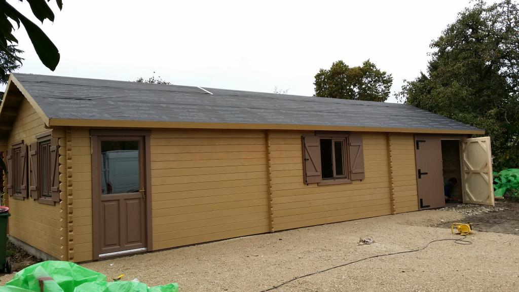 Garage en bois for Grand bureau en bois