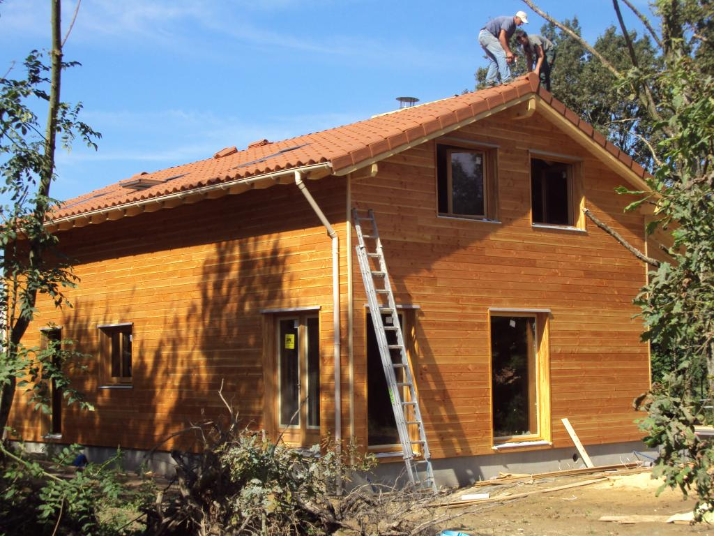 Photo maison ossature bois r gion rhones alpes dans le for Maison en construction