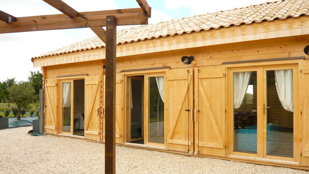 Chalet habitable en kit de 108m en bois en kit for Chalet prix construction