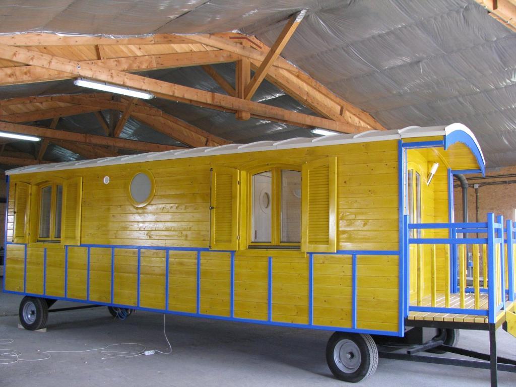 roulottes en bois roulottes sans sanitaire. Black Bedroom Furniture Sets. Home Design Ideas