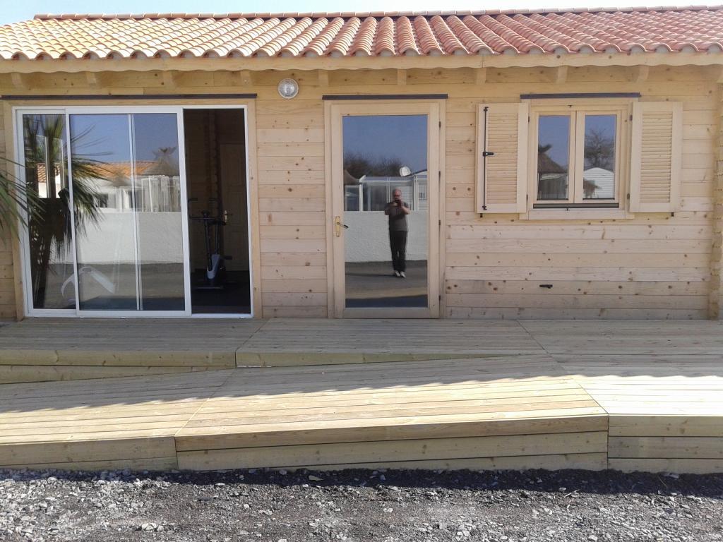 maison de jardin avec ossature bois de 66 m 66 m 27448. Black Bedroom Furniture Sets. Home Design Ideas