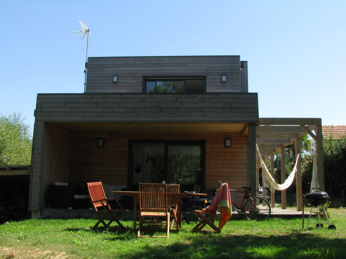 maison bois face a la mer. Black Bedroom Furniture Sets. Home Design Ideas