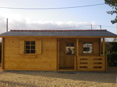 chalet habitable de loisirs 40m2 en bois en kit sans mezzanine. Black Bedroom Furniture Sets. Home Design Ideas